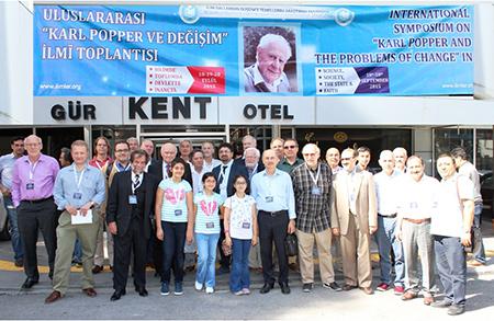 Prof. Dr. Ömerustaoğlu, Uluslararası Karl Popper ve Değişim İlmi Toplantısı'na katıldı 2