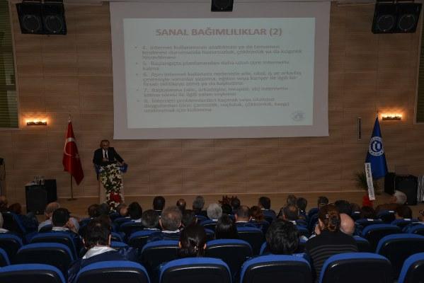 Uşak Üniversitesi'nde yeni akademik yılın ilk dersini Prof. Dr. Nevzat Tarhan verdi… 2
