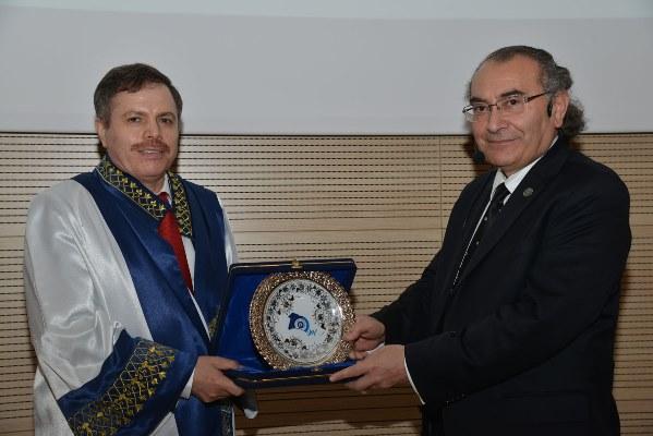Uşak Üniversitesi'nde yeni akademik yılın ilk dersini Prof. Dr. Nevzat Tarhan verdi… 3