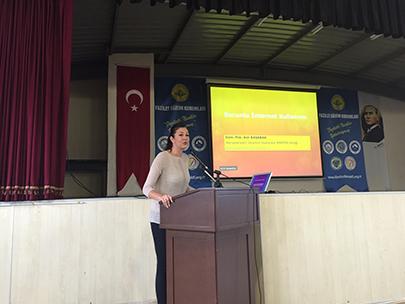 Liselilere internet bağımlılığı konferansı