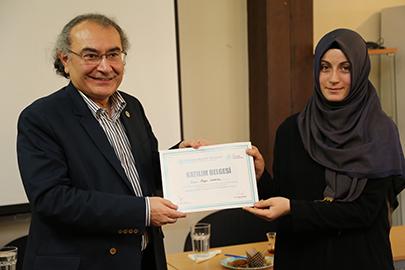 Sertifikalarını Rektör Prof. Dr. Nevzat Tarhan verdi. 2