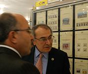 PTT pul sergisini Rektör Tarhan ve PTT Başmüdürü Güçlü birlikte gezdi