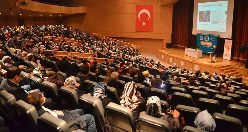 """Prof. Dr. Nevzat Tarhan Maraş'ta """"Aile İçi İletişim"""" konferansı verdi 3"""