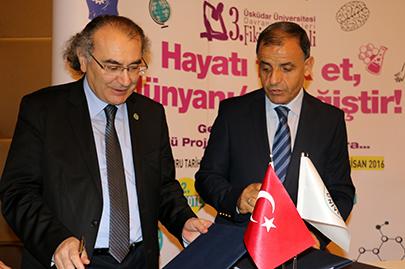 Üsküdar Üniversitesi akademisyenleri okullarda öğrencilerle buluşacak