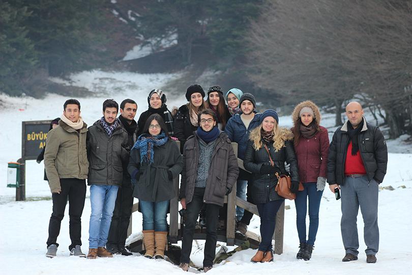 Üsküdar Üniversitesi öğrencileri Bolu Abant'ta.