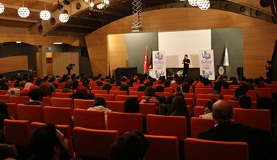 BEST FM'in sevilen programcısı Serdar Gökalp Üsküdar Üniversitesi'ndeydi. 5
