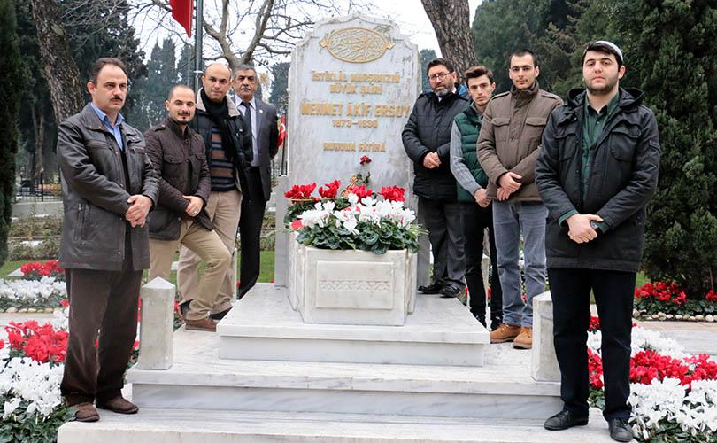 Milli Şair Ersoy mezarı başında anıldı!
