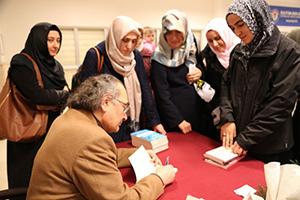 Başakşehirlilerden Prof. Dr. Nevzat Tarhan'a yoğun ilgi… 4