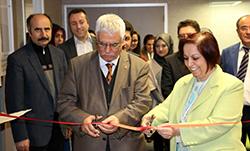Prof. Dr. Yümni Sezen, kitaplarını Üsküdar Üniversitesi'ne bağışladı