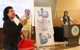 Radyocu Cem Arslan, Üsküdar Üniversitesi'nde gençlerle buluştu. 3