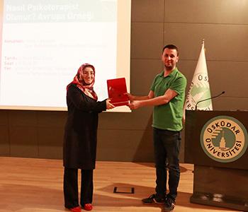 Psikoterapist olmanın püf noktaları Üsküdar Üniversitesi'nde konuşuldu. 2
