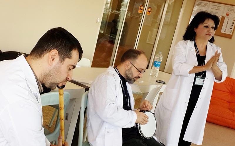 Hastalar müzikle tedavi ediliyor